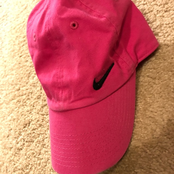 e290b79ad07 Nike Accessories - Women s Nike hat